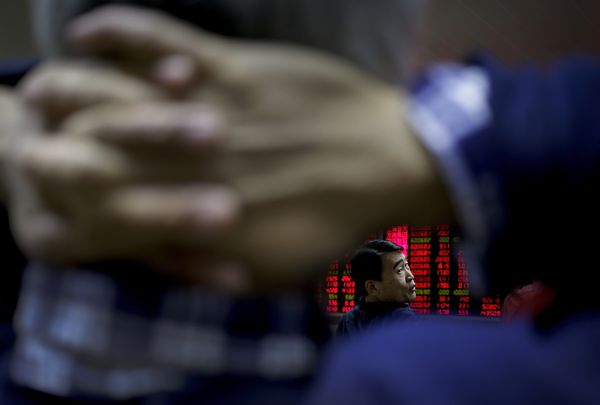 Global shares buoyed by China growth report photo