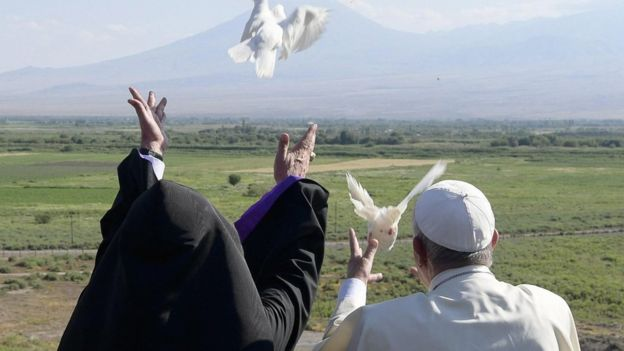 The Pope and Armenian patriarch release doves in ceremony at Khor Virap monastery, Armenia, 26 June 2016
